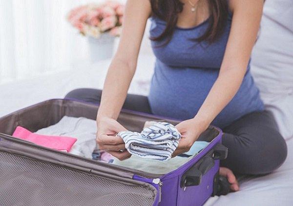Chuẩn bị đồ đi sinh mẹ bầu nên mang theo những vật dụng hữu ích gì? - 1