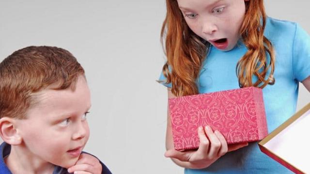 7 cách giúp cha mẹ dạy trẻ vượt qua sự ghen tỵ | Báo Dân trí